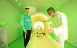 MRT Untersuchung durch die Paracelsus Sportmedizin und Prävention mit Marco Friedl vom 1. SV Werder Bremen
